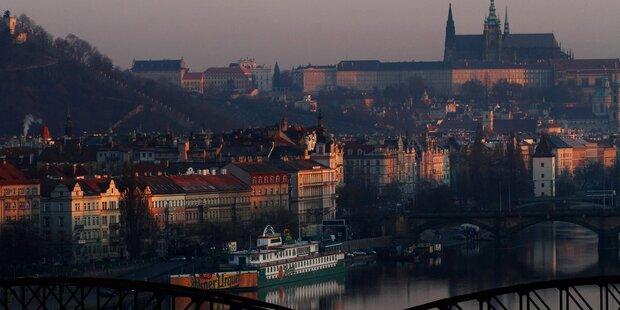 Warunung vor Reisen nach Prag und Paris