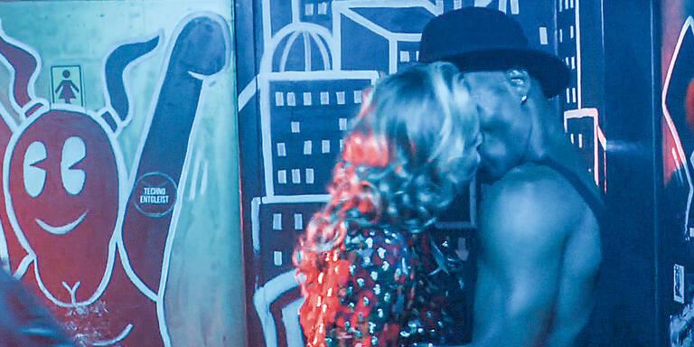 ''Vorstadtweiber'': Wirbel um Nina Prolls Klo-Sex-Szene