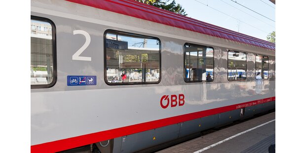 Mann springt aus fahrendem Zug - und die Frau hinterher