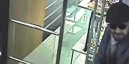 Juwelier-Überfall: Dieser Täter ist weiter flüchtig