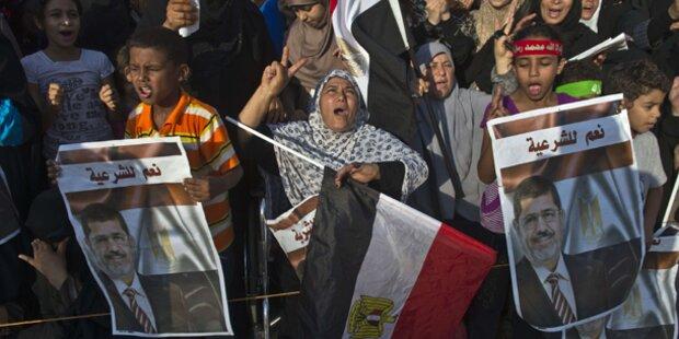 Islamisten harren in Kairo aus