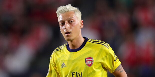 Özil: Das steckt hinter seiner Heino-Frisur