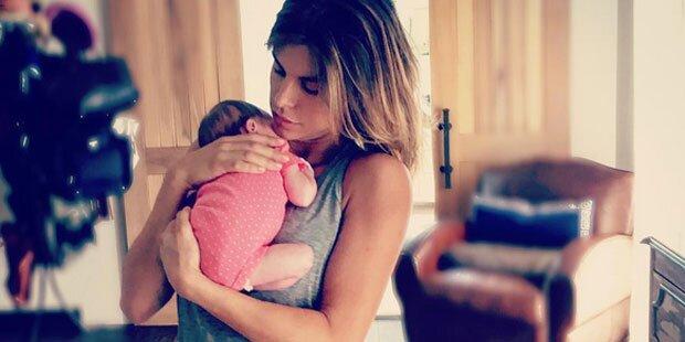 Elisabetta Canalis zeigt ihr Babyglück