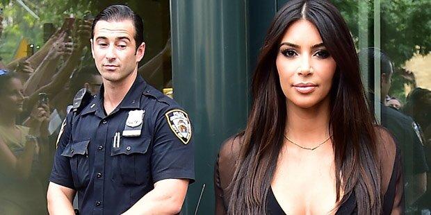 Kim: Polizist checkt ihren Po ab