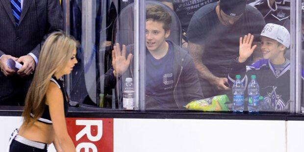 Beckham-Söhne gaffen sexy Cheerleader an
