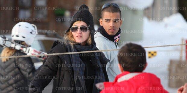 Madonna mit ihrem Lover im Schnee