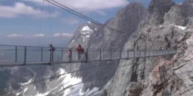 Riesen Hängebrücke über Gletscher