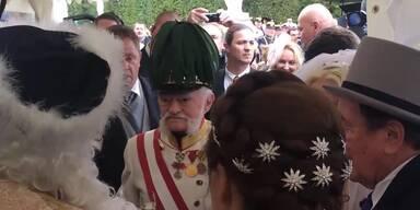 Kaiser ernennt Lugner zum k.u.k. Hoflieferanten