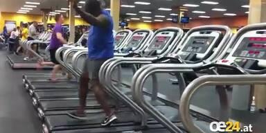 Dieser Mann tanzt auf dem Laufband