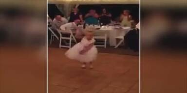 Blumenmädchen tanzt Gangnam Style