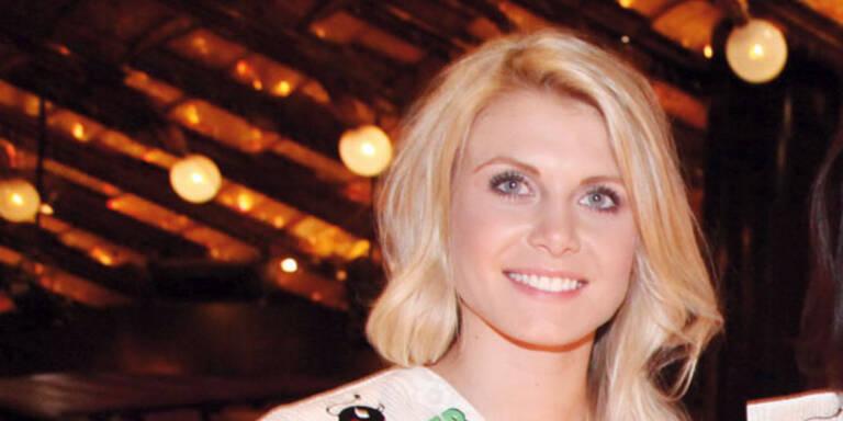 Julia Hofer: Abflug zur Miss World!