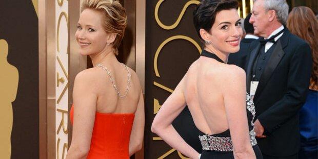Lawrence & Hathaway zeigen ihre sexy Rücken