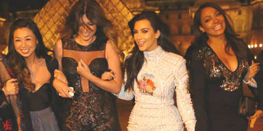 Kim Kardashians Brautparty mit Freundinnen in Paris