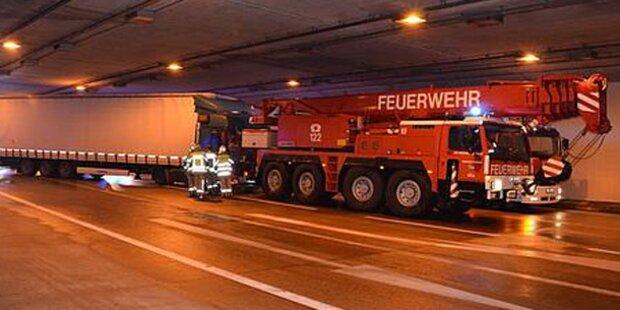 Lkw rammte Tunnelwand auf S1