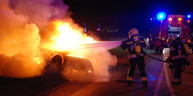 Pkw-Vollbrand nach Crash in Niederösterreich