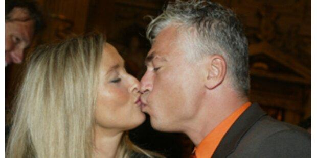 Polster - Ehe-Glück unter neuem Dach