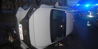 Spektakulärer Pkw-Unfall mitten in Wien