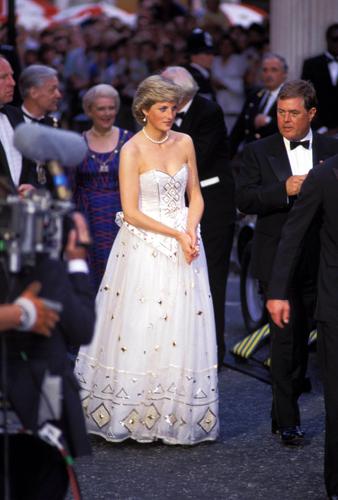 Märchen-Kleid von Prinzessin Diana versteigert