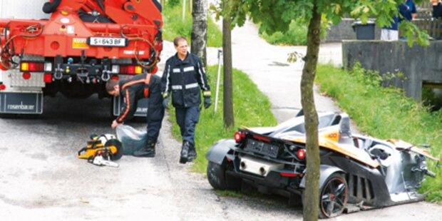 70.000-Euro-Flitzer in Baum gefahren