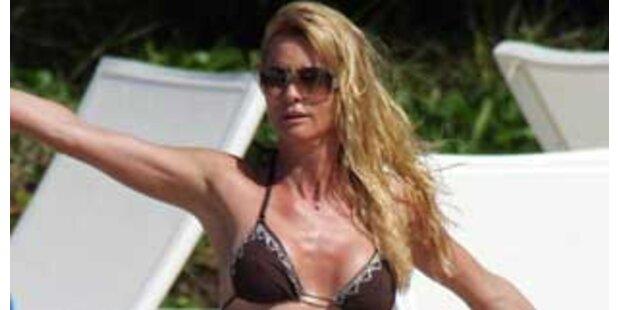 Sexy Housewife Nicolette Sheridan im Bikini