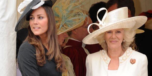 Camilla muss vor Kate Knicks machen