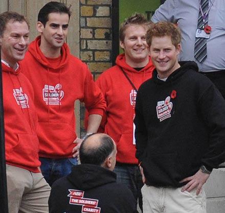 Prinz Harry trägt rosa Unterhosen