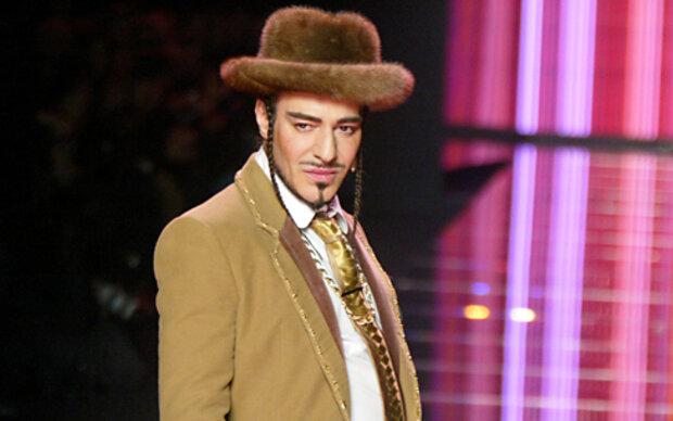 Modedesigner John Galliano macht Profit
