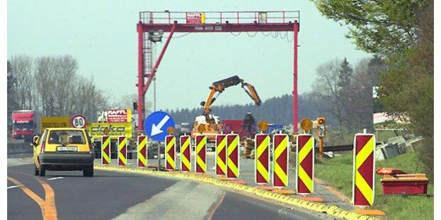 LKW krachte ungebremst in Asfinag-Fahrzeug