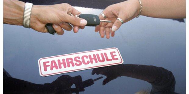 Jugendliche stahlen Fahrschul-Auto für Spritztour