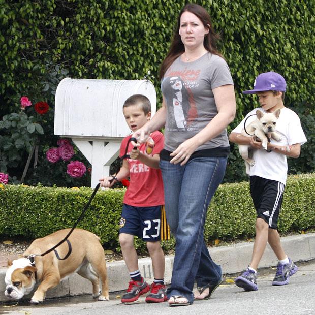 Romeo & Cruz Beckham mit Hündin Coco und Nanny
