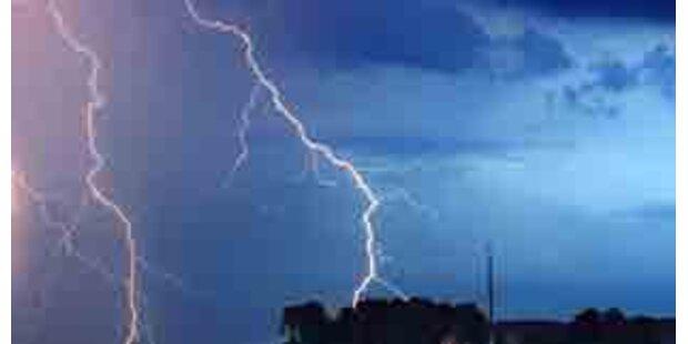 Blitz streifte Kärntner und Sohn neben Linde