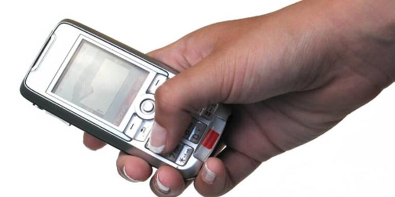 Immer mehr Autolenker schicken SMS während Fahrt