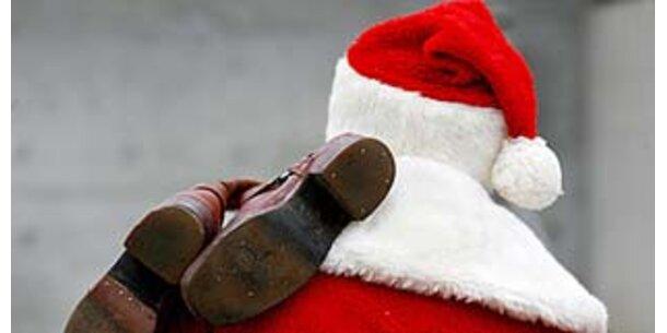 Weihnachtsmänner diskutieren über Gewichtsprobleme