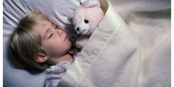 Bunte Kinderpyjamas hochgiftig