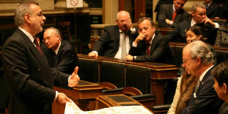 Besuch im Parlament - Monarchen schnarchen ...