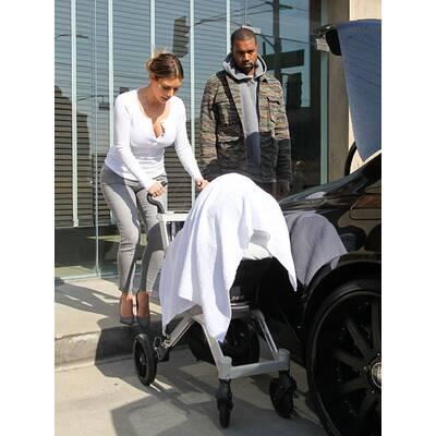 Kim, Kanye & North im Schuh Partnerlook