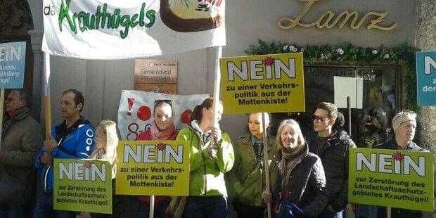 Proteste bei der Angelobung der Stadtregierung
