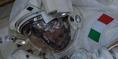 Dramatisch: Astronaut hat Wasser im Helm