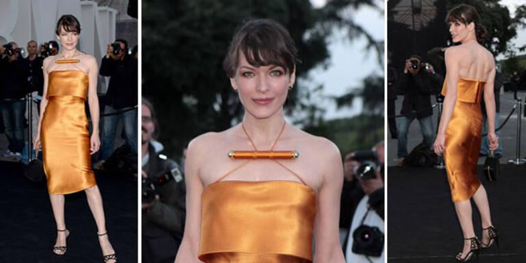 Milla Jovovich in fragwürdigem Kleid