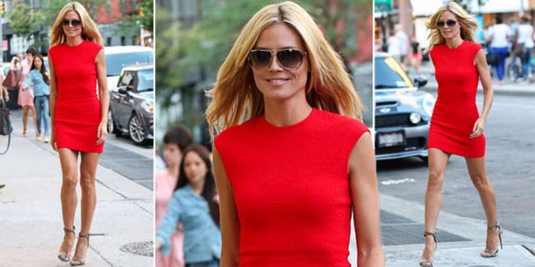 Heidi Klum zeigt jede Menge Haut in sexy Rot