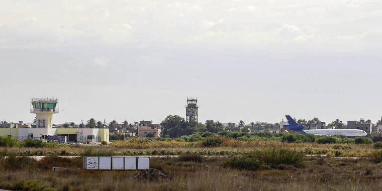 Raketen auf Flughafen von Tripolis abgefeuert
