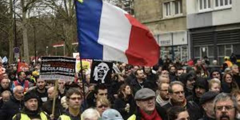 Geplante Pensionsreform: Tausende protestieren in Frankreich