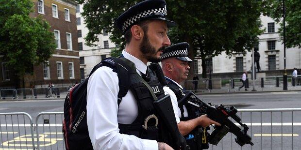 England: Messer-Mann nimmt mehrere Menschen als Geisel