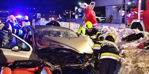 Horror-Crash im Ennstal: Pkw kollidiert mit Sattelschlepper