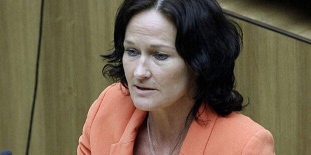 Opposition fordert Schelling-Erklärung