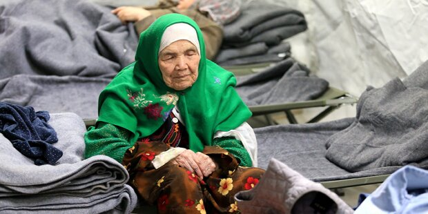 105-jährige Afghanin auf der Flucht