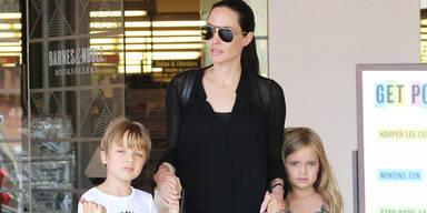 Angelina Jolie mit Knox & Vivienne