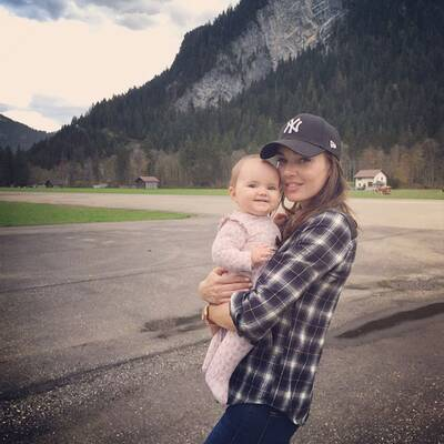 21. Oktober: Tamara Ecclestone mit Baby Sophia in den Schweizer Alpen.