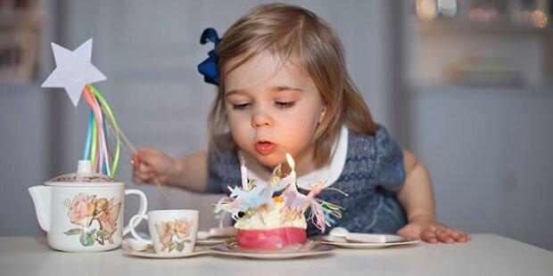 Süße Leonore feiert mit Tee-Party