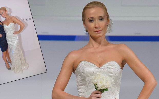 Sarkissova zeigte sich  im Brautkleid